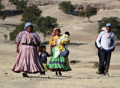 Tarahumaras caminando