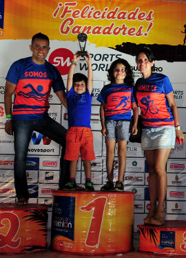 Tri-Ixtapa2015_podio_familia