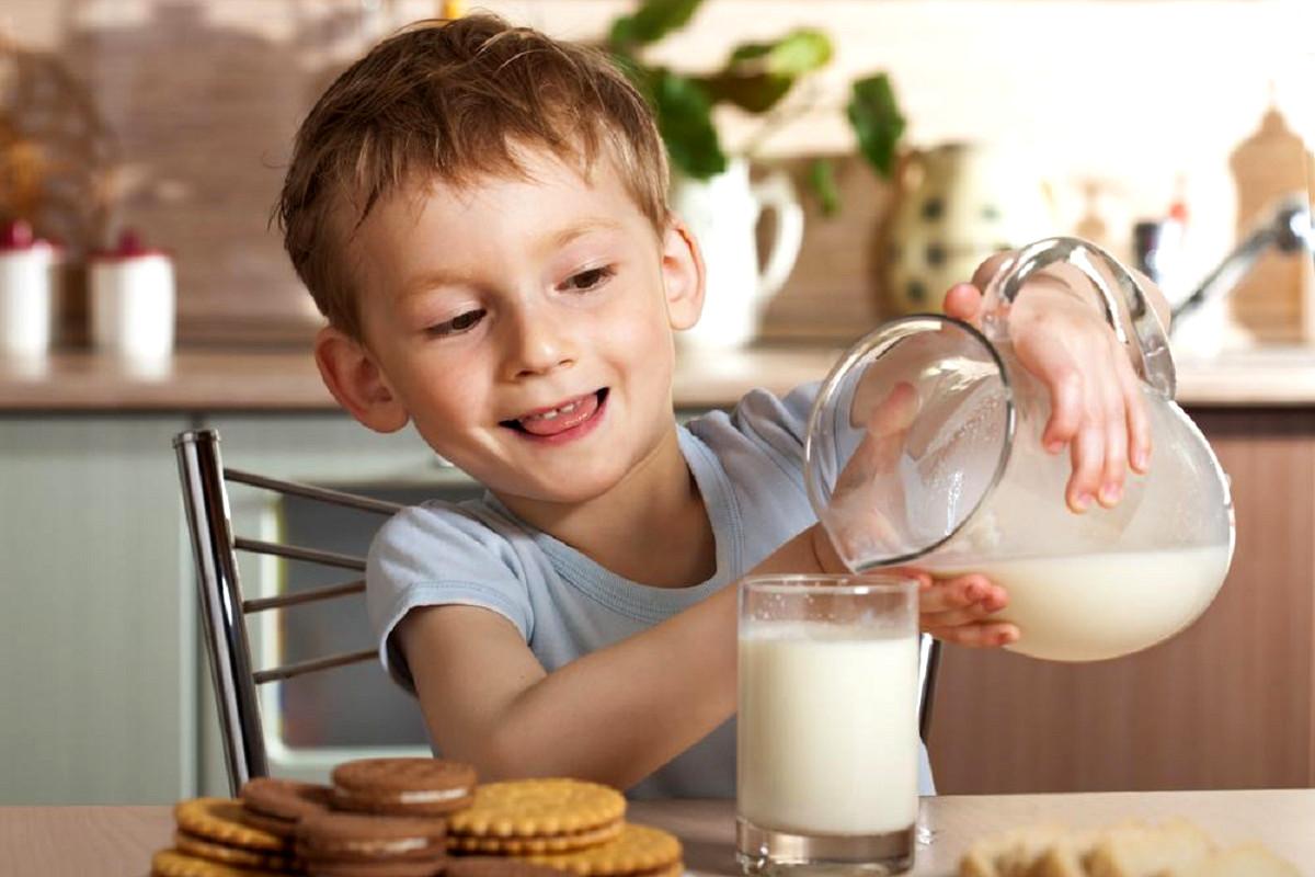 la-leche-vaca-los-ninos