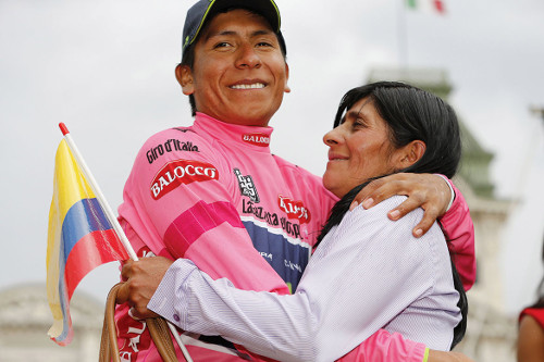 Nairo Quintana y su mamá - Giro de Italia 2014