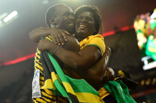 Usain Bolt abraza a su mamá - Río 2016
