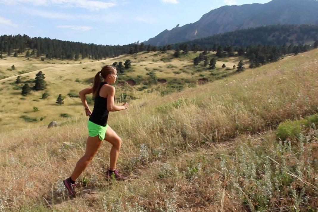 Corriendo distancia a campo traviesa