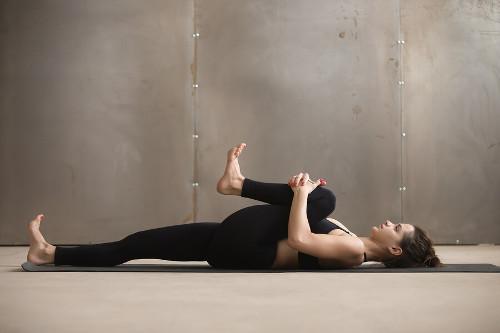 Yoga apanasana isquiotibiales