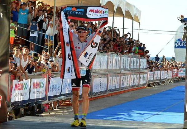 Stefan Schmid gana IRONMAN Cozumel 2015