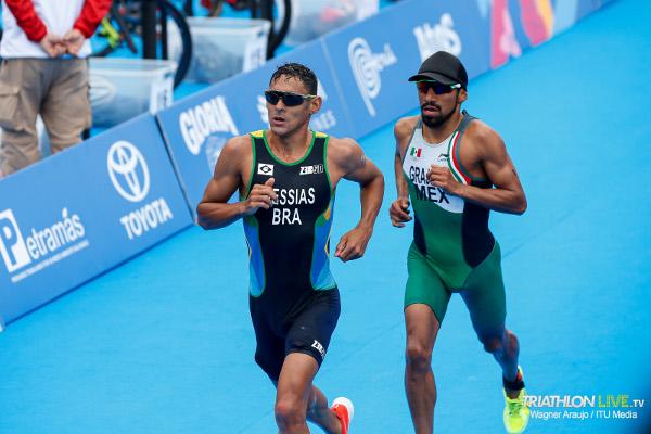 Messias y Grajales corren hacia meta - Triatlón Panamericano Lima 2019