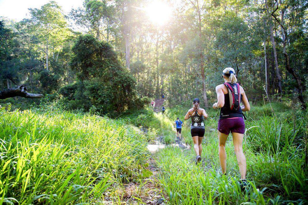 Mujeres corriendo en trail