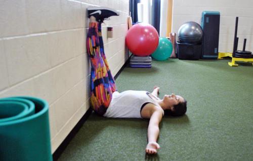 Recuperación con piernas levantadas