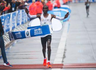 Eliud Kipcoghe gana Maratón de Berlín 2017