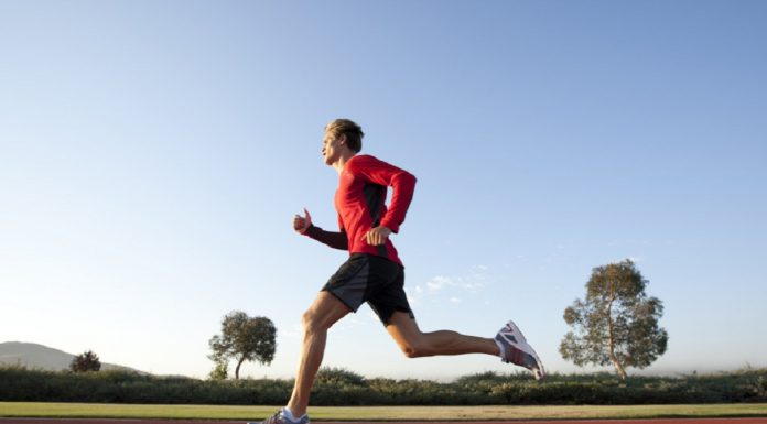 Paul Rix entrena en el Olympi Training Center Track