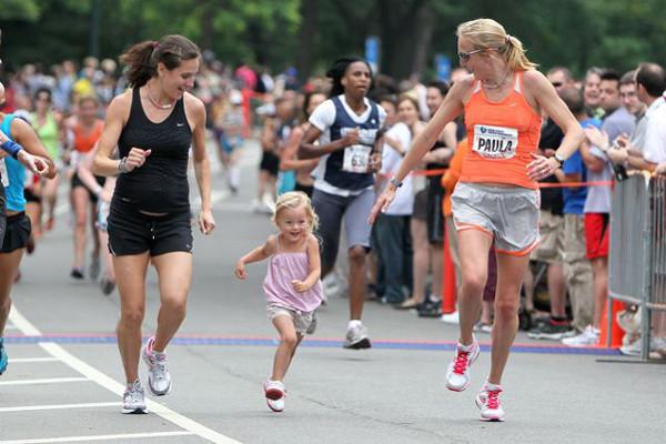 Goucher y Paula Radcliffe con su hija