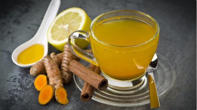 Tizana de curcuma, canela, limón y miel para la gripe