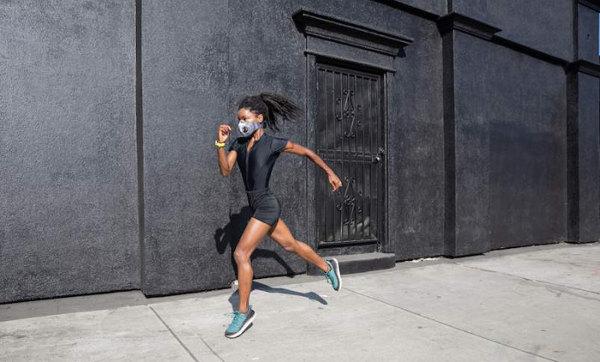 Mujer corre rápido