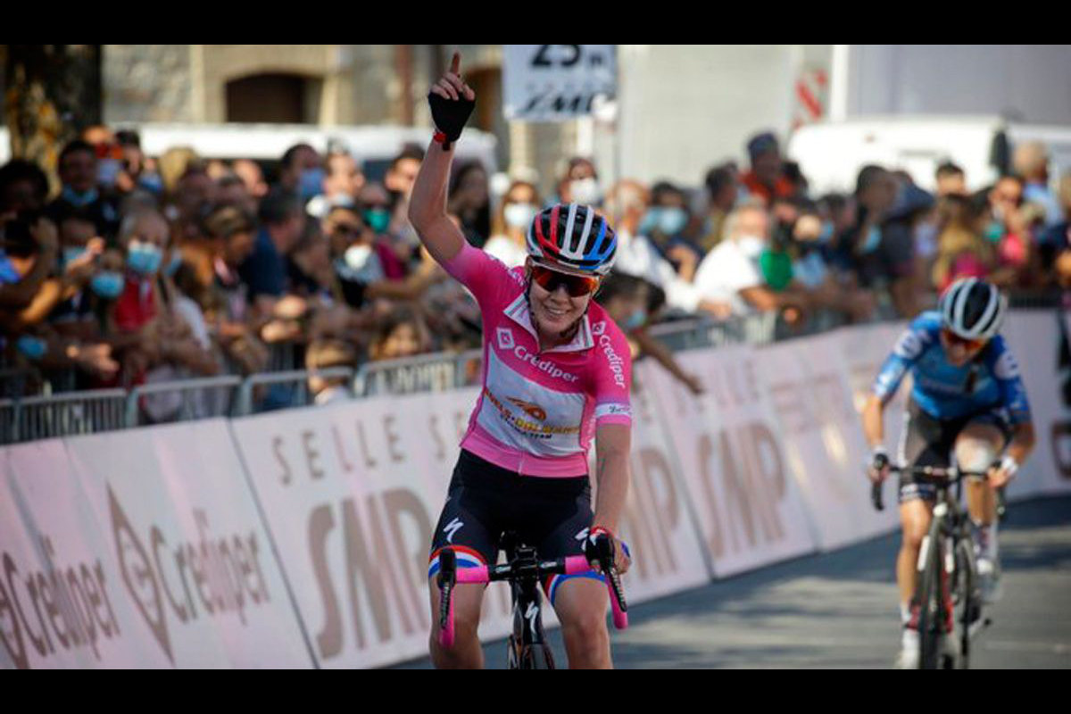 anna-van-der-breggen-gana-tercer-giro-rosa